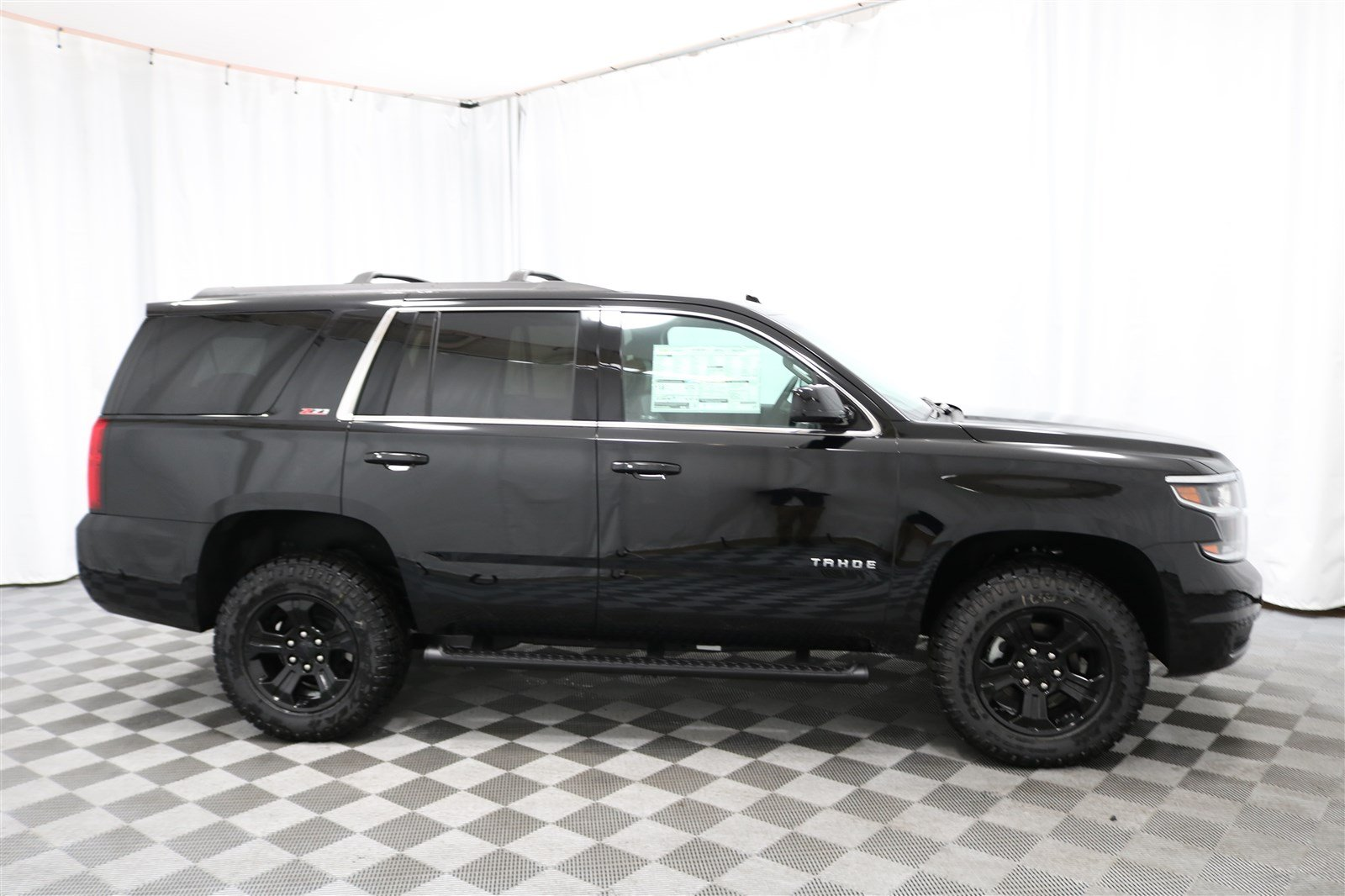 New 2018 Chevrolet Tahoe LT 4x4 SUV In Wichita #CT5427